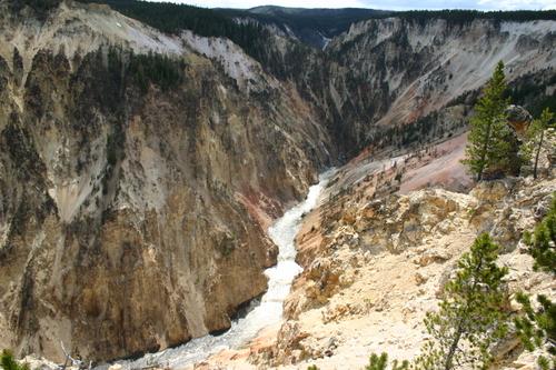 Yellowstone_grand_canyon